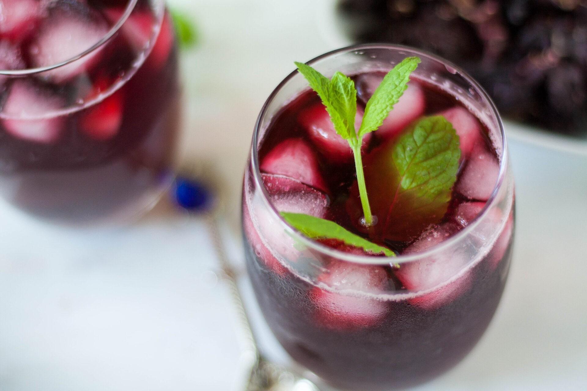 karkade mrożona herbata hibiskusowa z dodatkiem cytryny i mięty