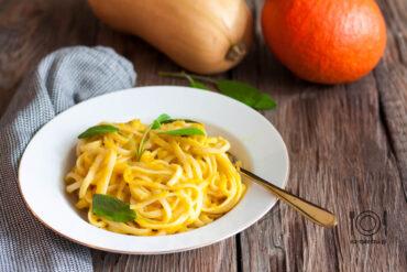Spaghetti z sosem dyniowym z szałwią