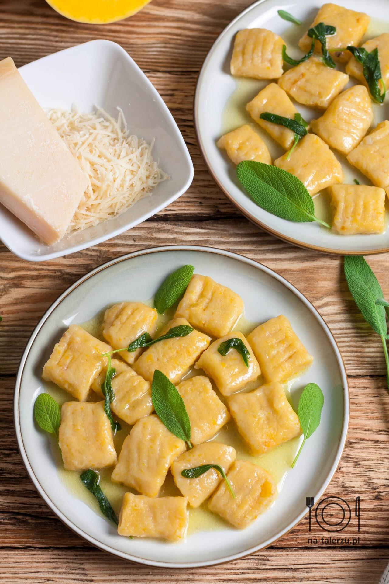 dyniowe gnocchi z masłem szałwiowym