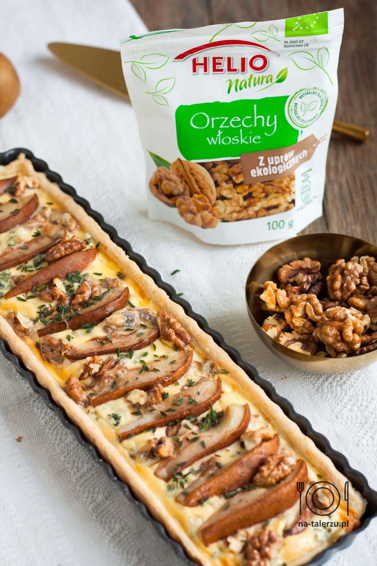 tarta z gruszkami, serem pleśniowym i orzechami włoskimi