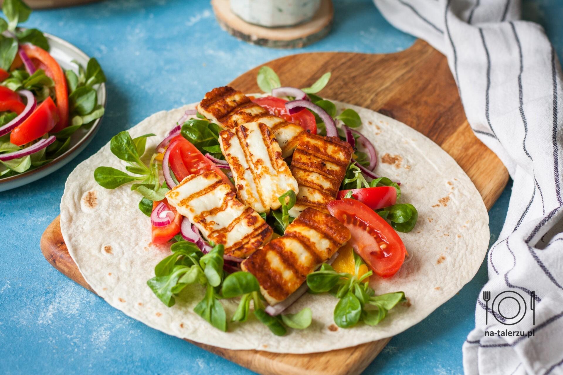 Tortilla z serem halloumi i warzywami