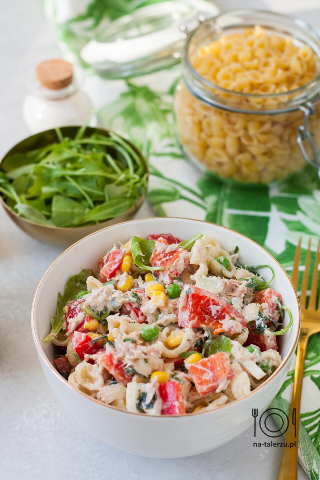 Sałatka z tuńczykiem i makaronem