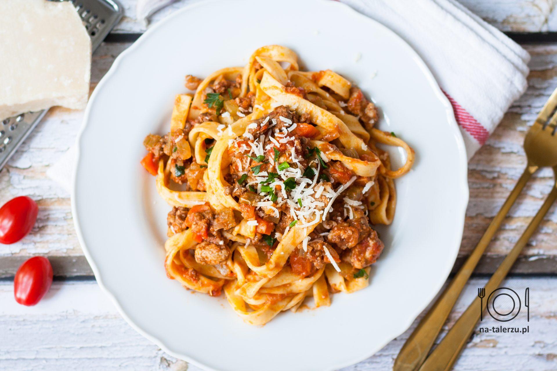 Bolognese sos boloński