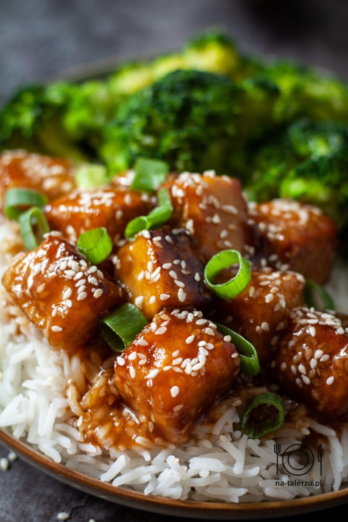 Tofu sezamowe z brokułem